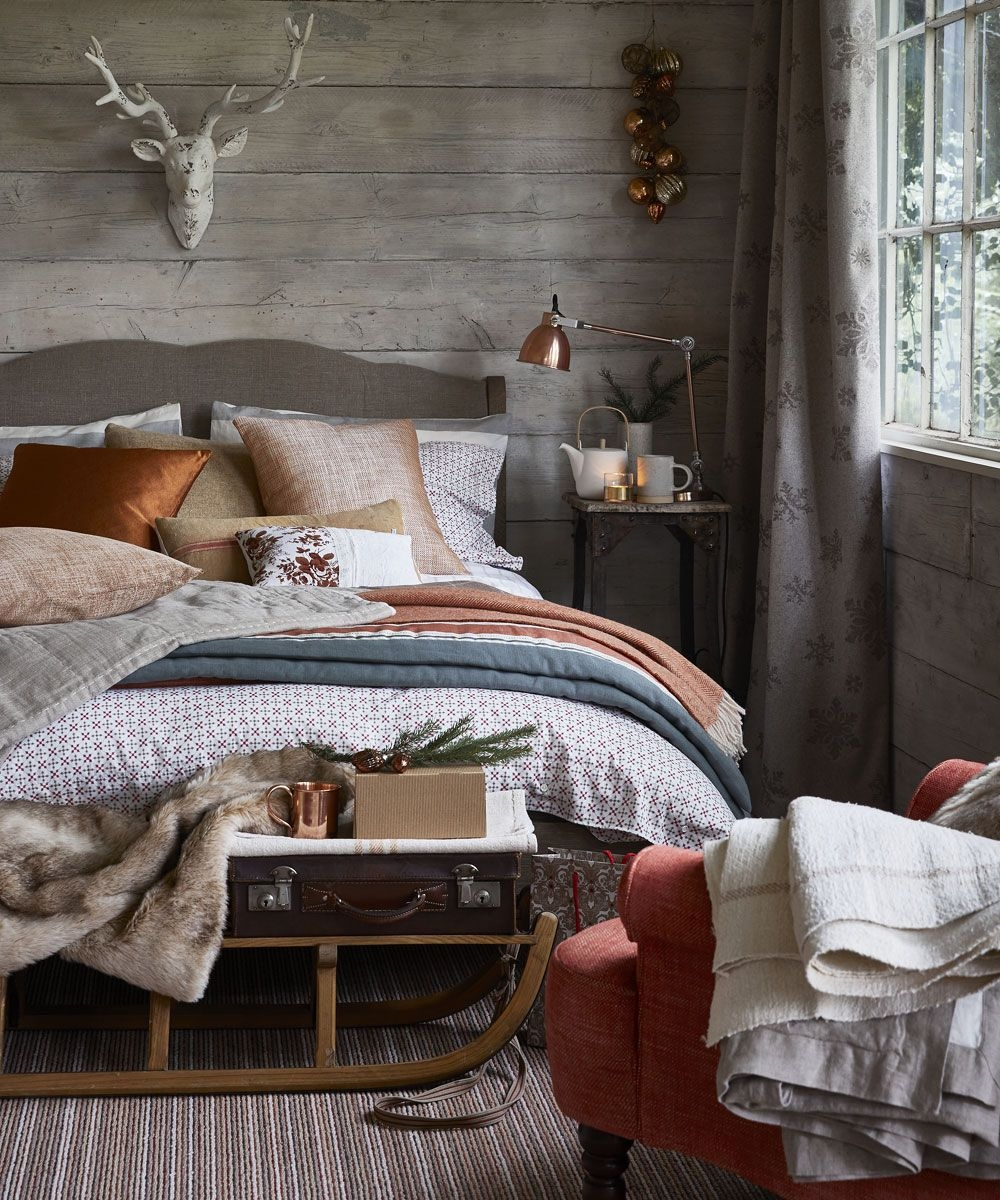 Christmas Bedroom Decorating Ideas That Will Make Your Scheme Look Magical