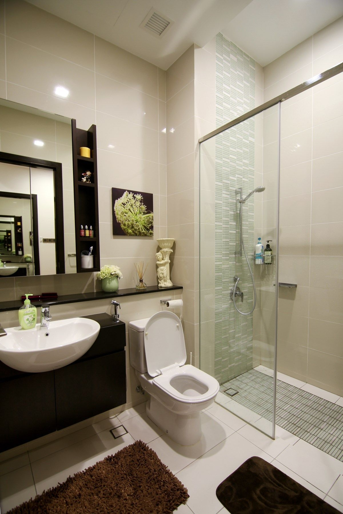 Simple And Nice Bathroom Design Love How The Designer Has Used Decor Items To Liven Up The