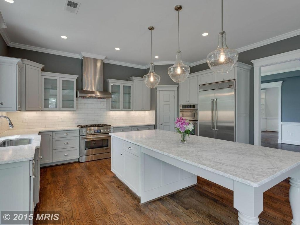 Traditional Kitchen With Large Island Table Kitchen Kitchendesigns Homechanneltv  Narrow